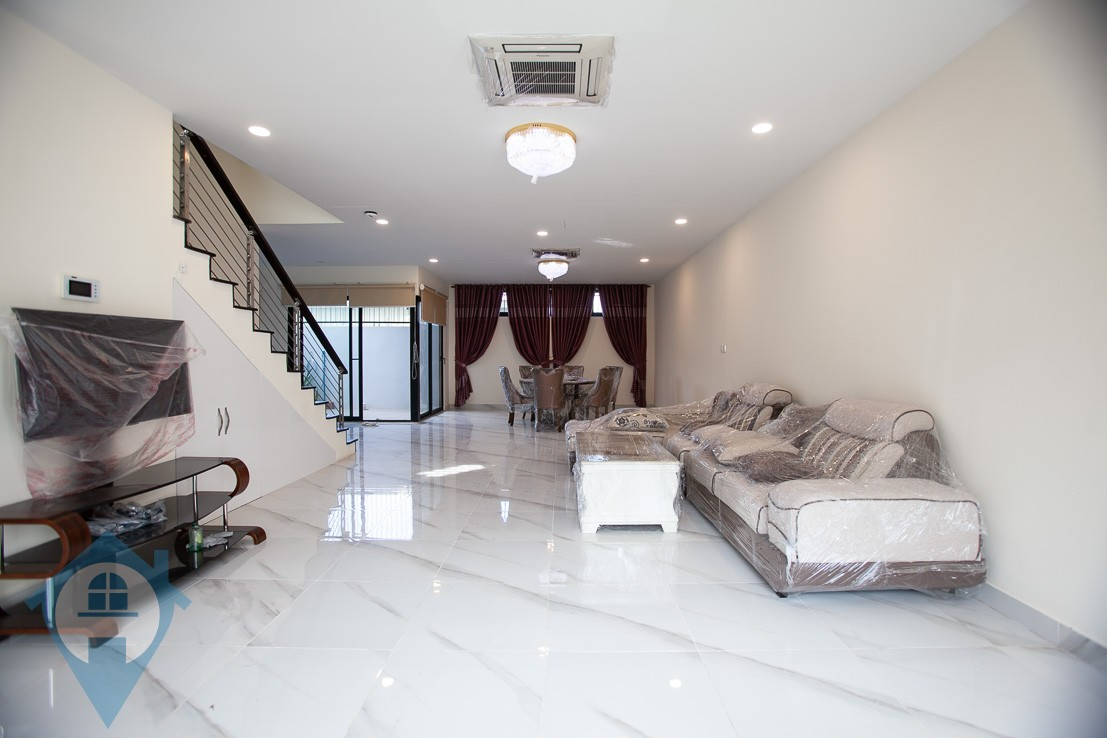 ''Family Sized 4 Bedroom Villa Near Wat Phnom | Phnom Penh Real Estate''
