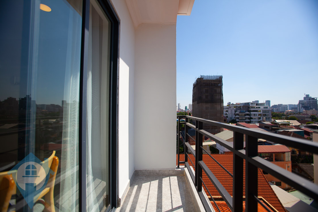 ''Rooftop Pool 1 Bedroom Near Royal Palace | Phnom Penh Real Estate''